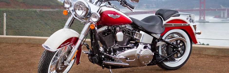 Harley-Davidson Softail Deluxe FLSTN 2013 využijí ti, kteří rádi cestují stylově. Foto: http://www.harley-davidson.com/