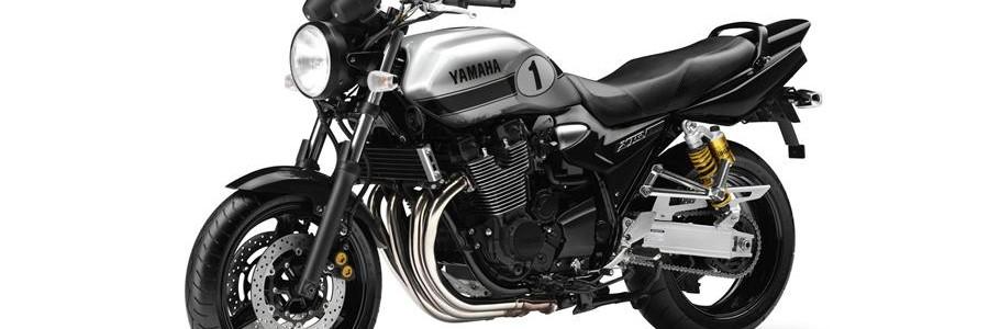 2013-Yamaha-XJR1300-EU-Metallic-Silver-Studio-007